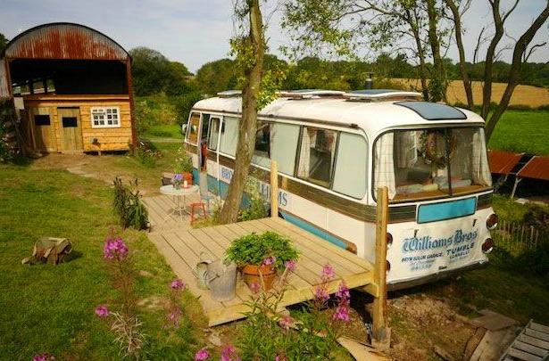 10 caravanes vintage qui nous donnent envie de changer de vie going green pinterest. Black Bedroom Furniture Sets. Home Design Ideas