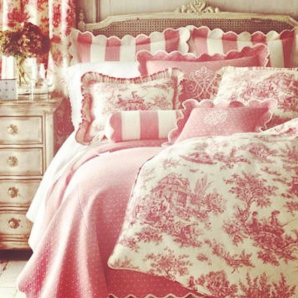 I love this vintage antique style bedroom in pink ...