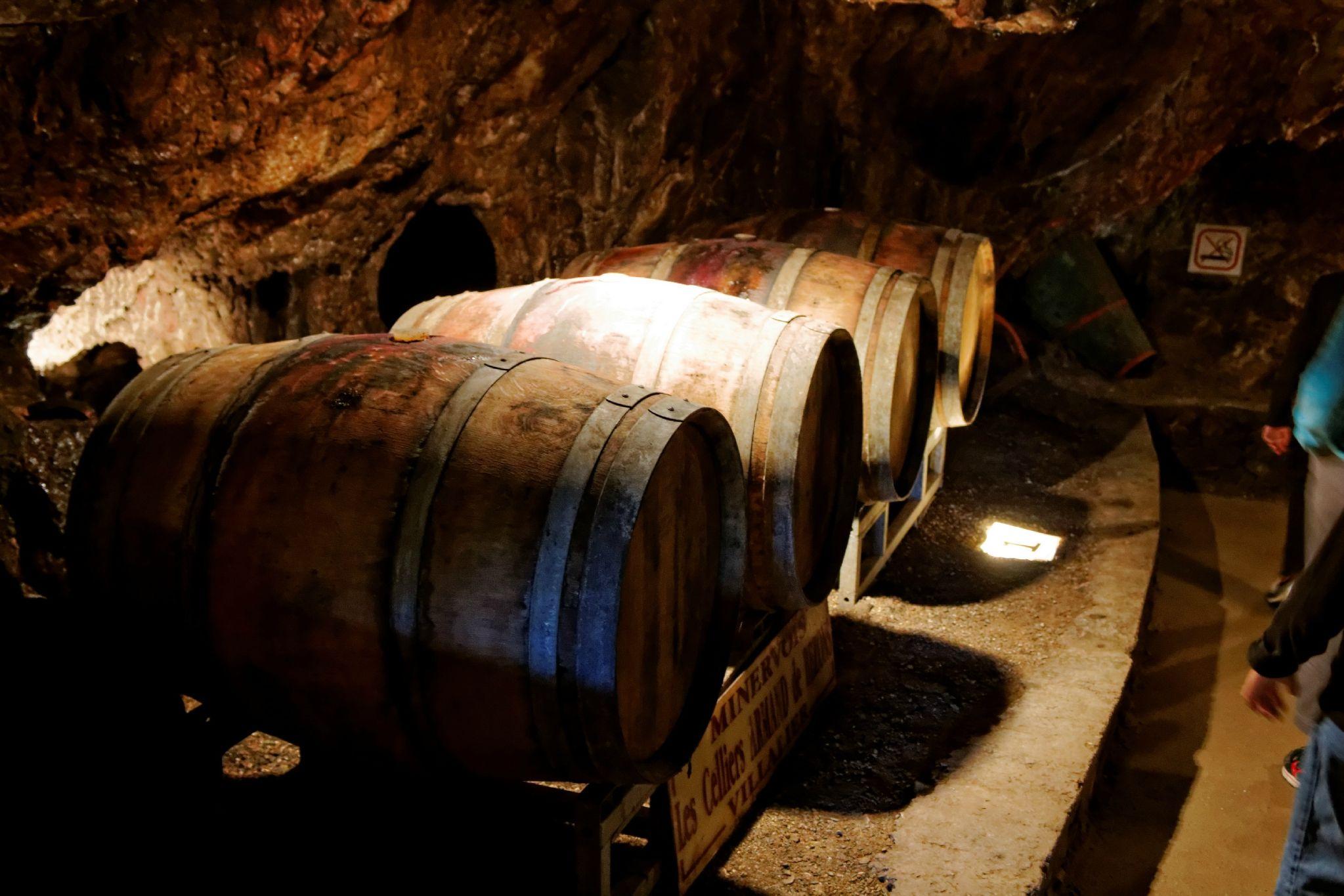 La température constante de 14° toute l'année donne un vieillissement exceptionnel au vin du Cabardès et du Minervois.