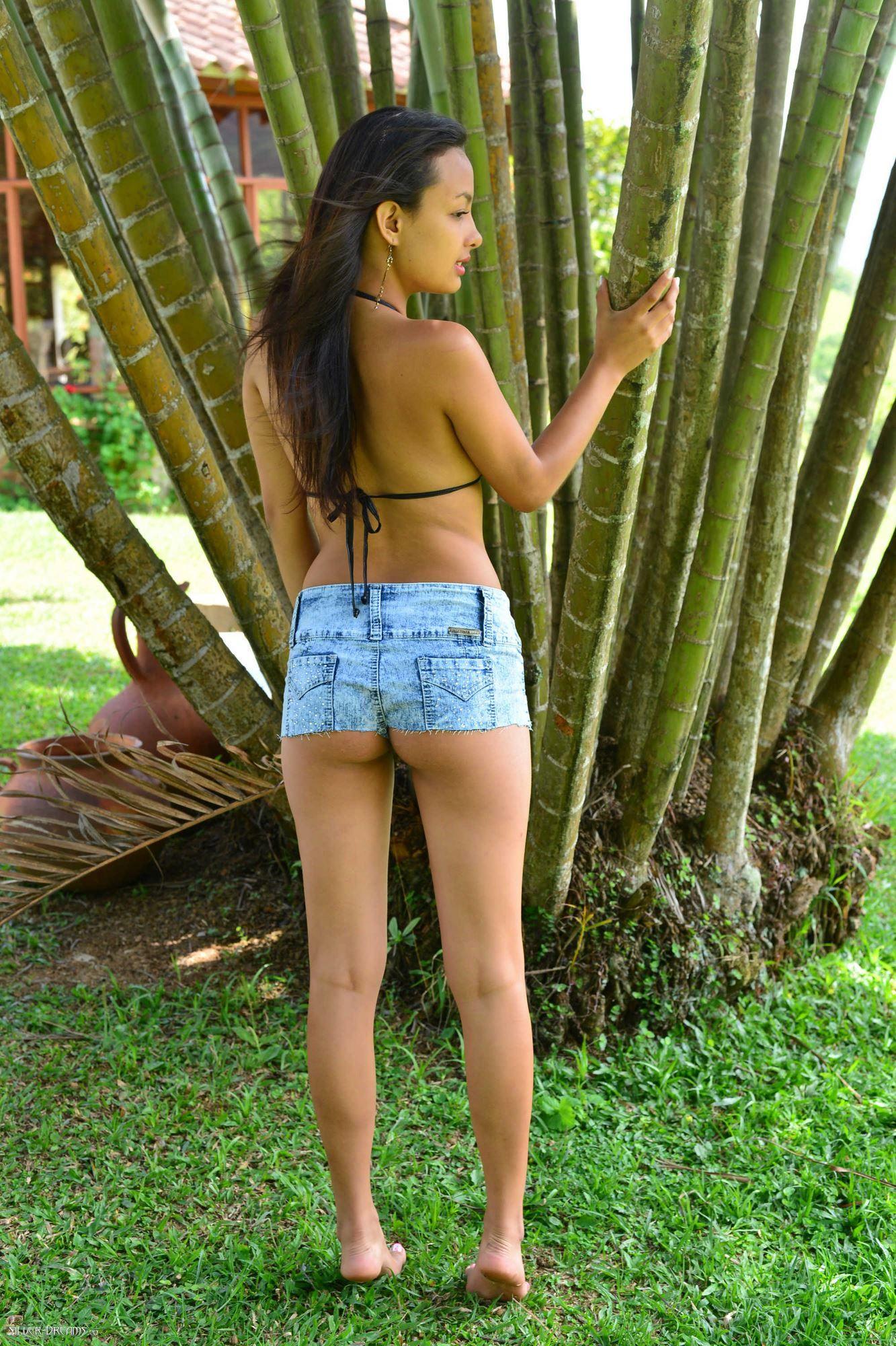 Naked amateur outside voluptuous girls
