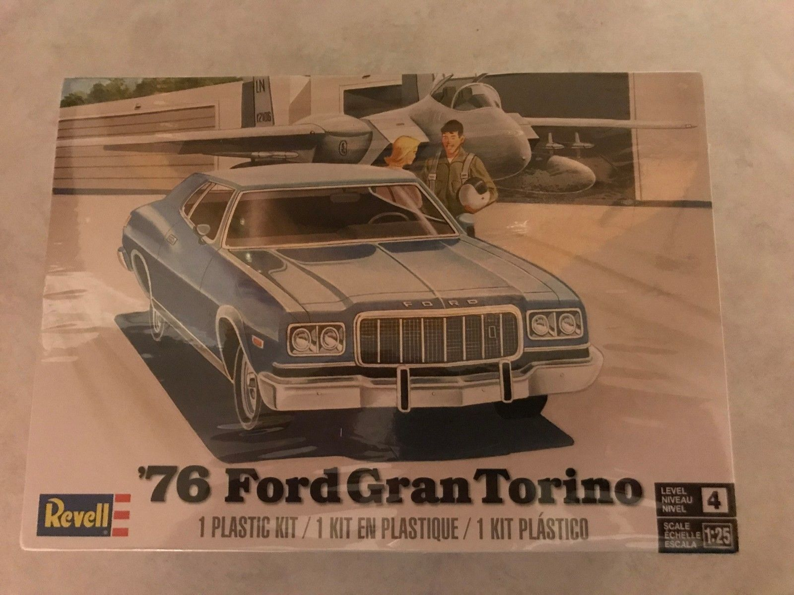 Classic 2581 Revell 85 4412 76 Ford Gran Torino Model New In
