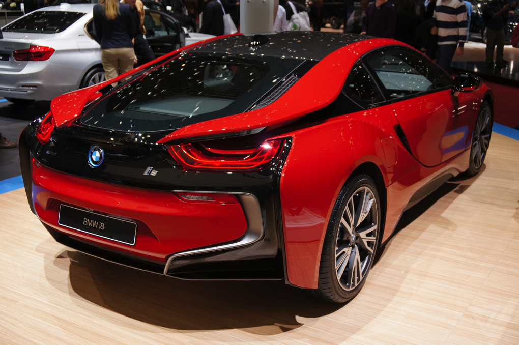 Bmw S I8 Is Even Prettier In Protonic Red Bmw Bmw I8 Bmw Cars