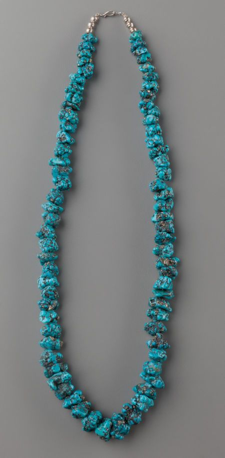 merican Indian Art:Jewelry and Silverwork, A SOUTHWEST TURQUOISE NUGGET NECKLACE Seafoam