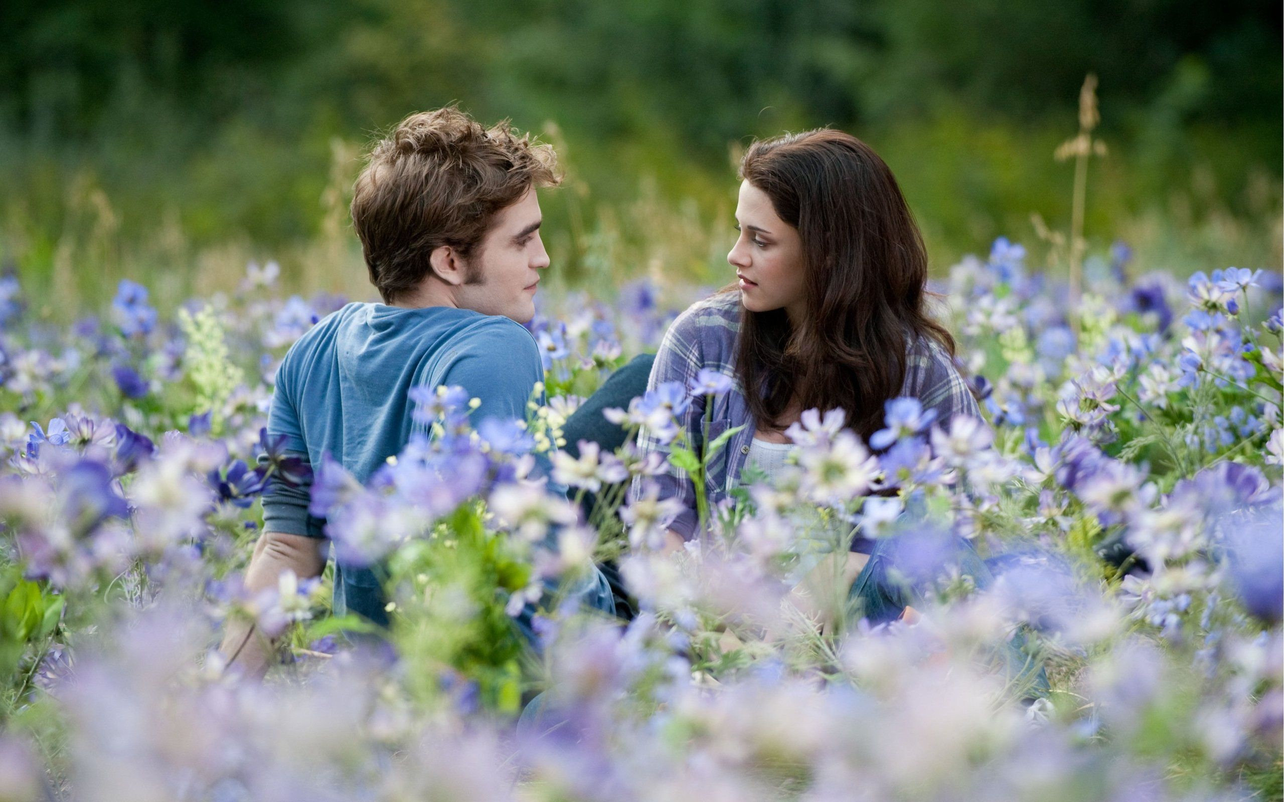 twilight bella and edward dating in real life Despite dating in real life for a long time,  can you think of any other things about edward and bella's relationship in twilight .