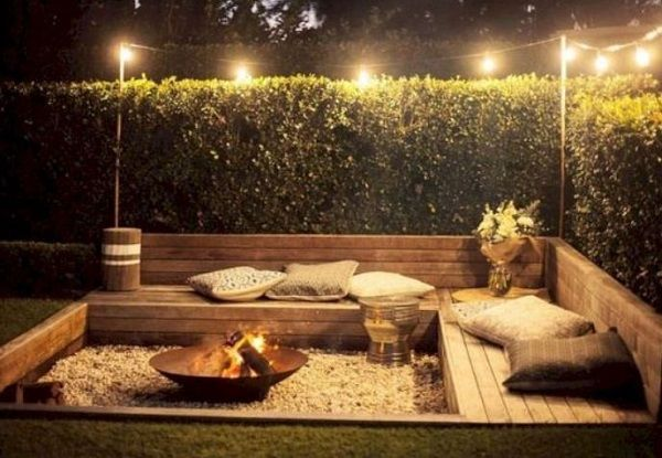 Backyard Patio Ideas: 20+ Easy and Cheap Designs for Home DIYers | Famedecor.com Balcony