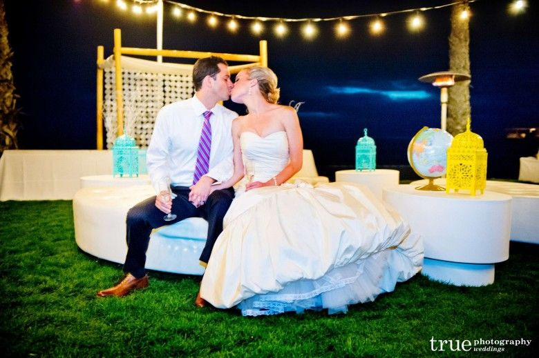 Scripps Seaside Forum Wedding Lindsey And Aaron Featured In San Diego Style Weddings And The Bride Suite San Die San Diego Wedding San Diego Style Wedding