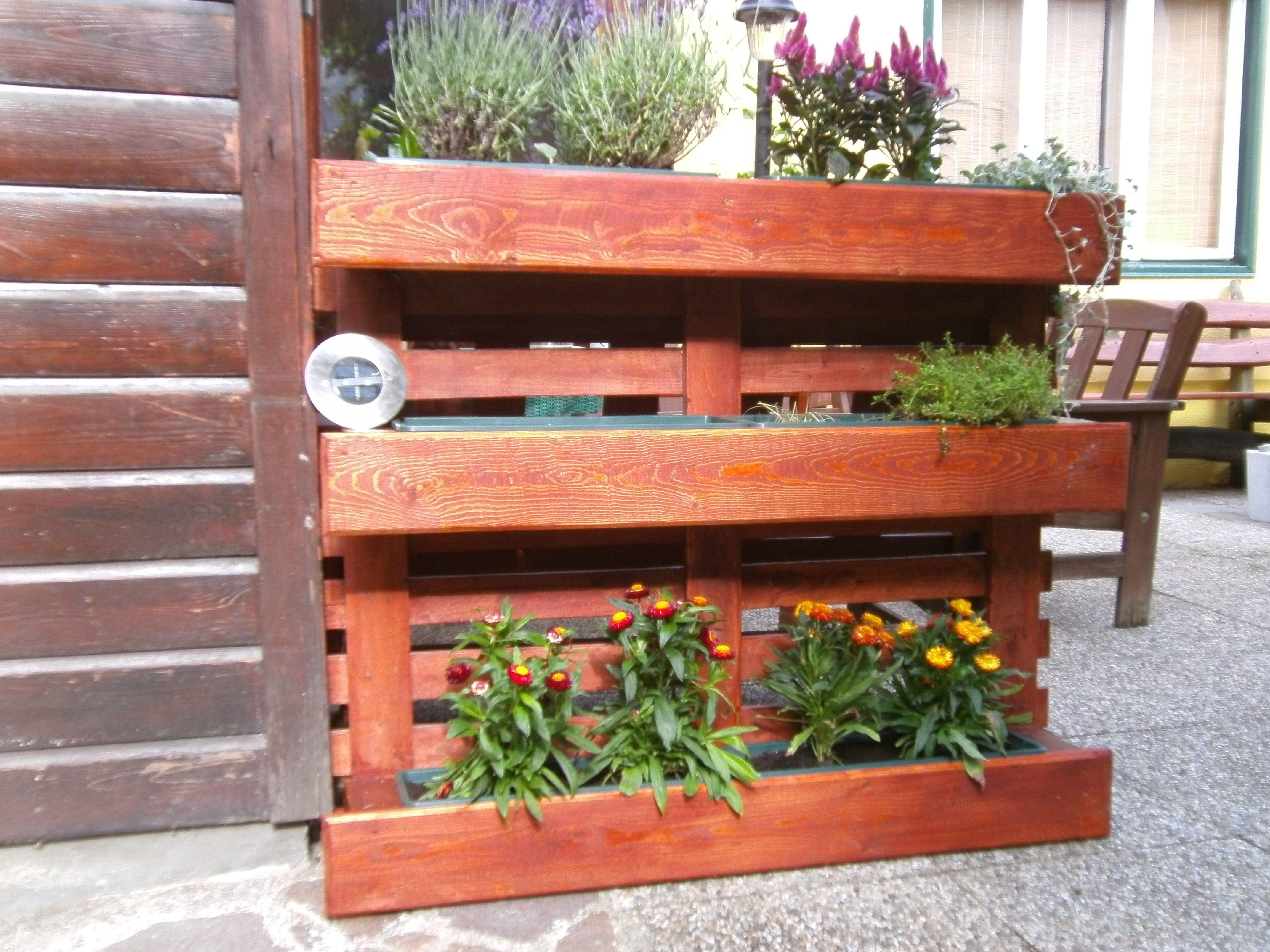 Blumenständer und Sichtschutz aus einer Palette Bauanleitung