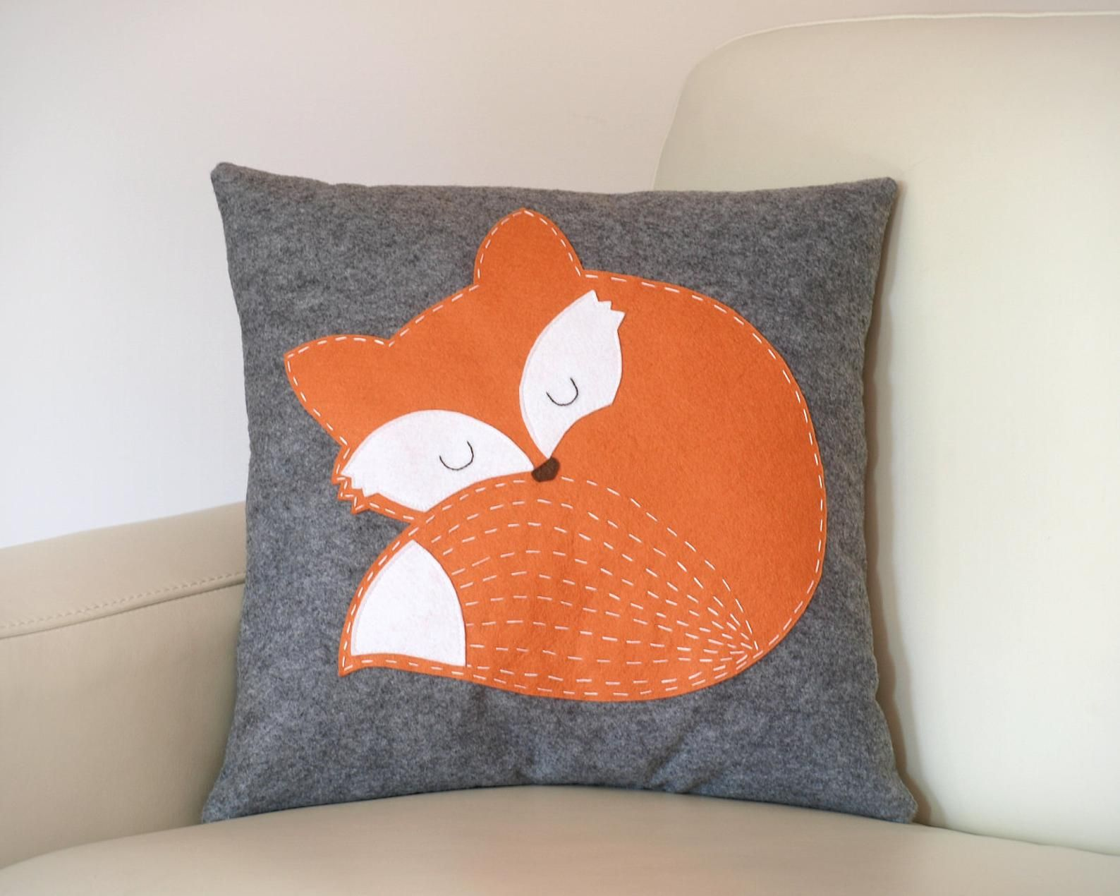 Felt pillow with fox/ animal woodland nursery cushion/ plush pillow, baby room decor/ home decor/ animal pillow/ kids room decor/ felt