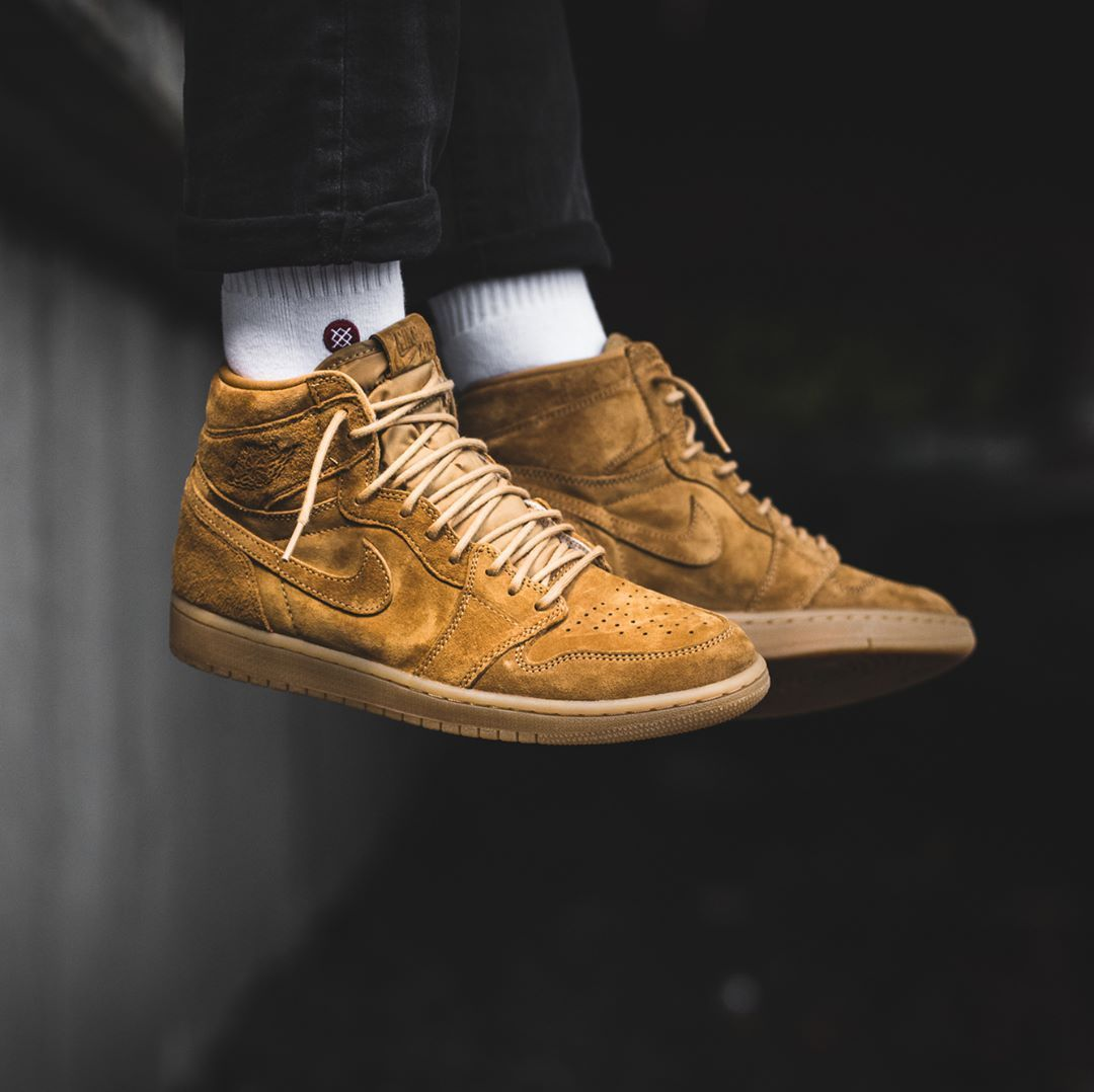 Nike Air Jordan Retro 1 High Og Golden Harvest Wheat Flax 555088