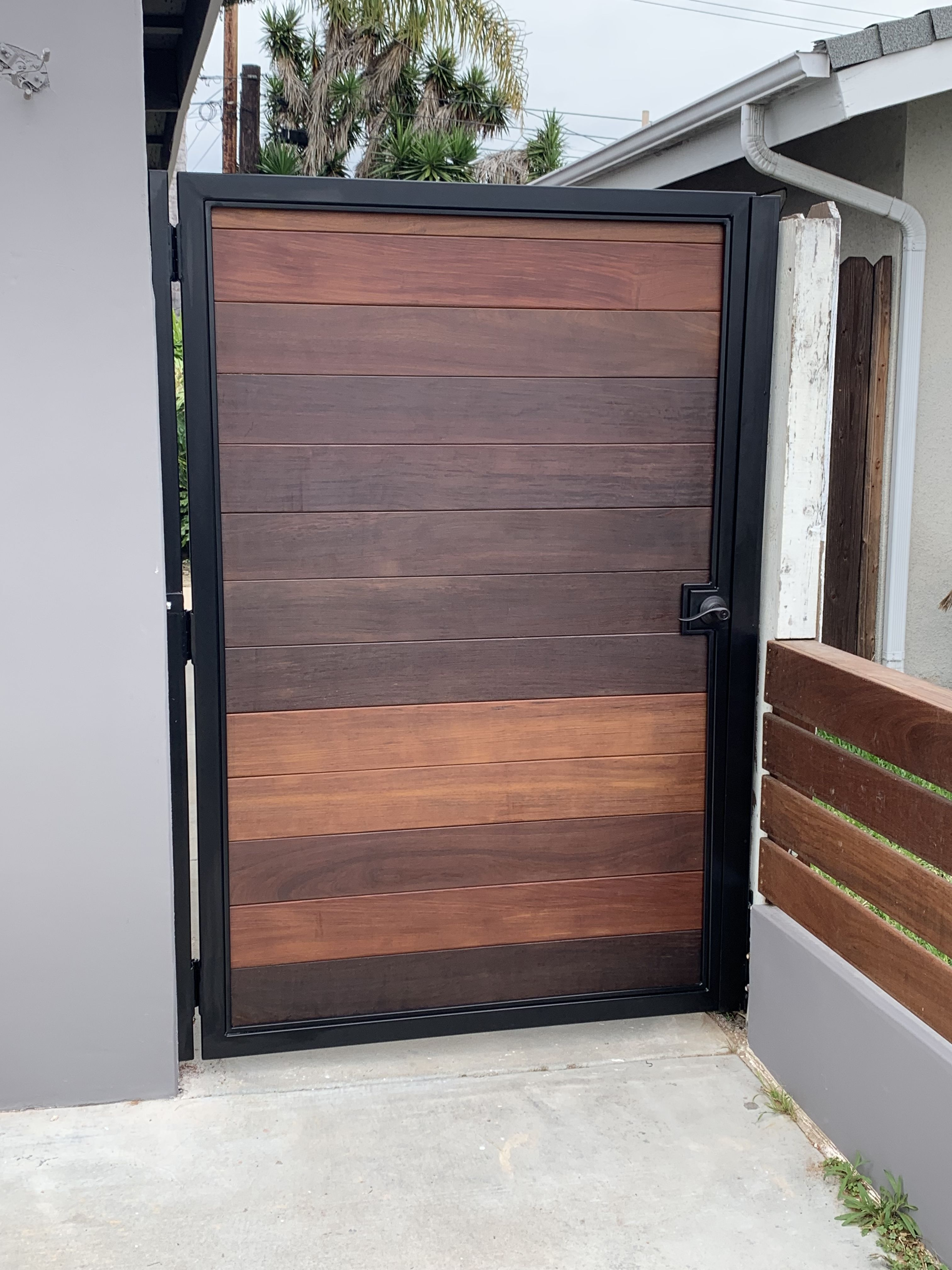 Stained Wood Gate With Powdercoated Steel Frame Backyard Gates House Fence Design House Gate Design