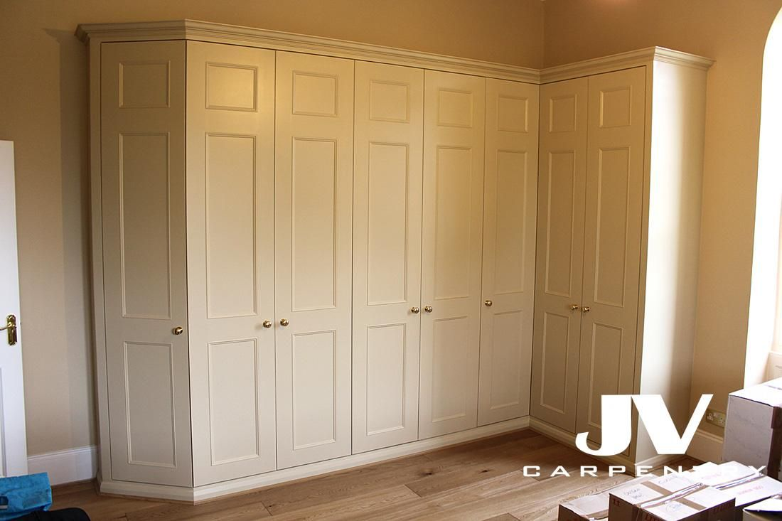 an l shaped fitted wardrobe wirth angled corner room. Black Bedroom Furniture Sets. Home Design Ideas