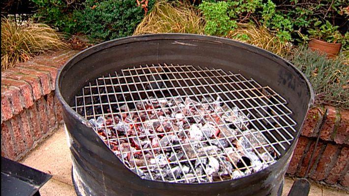 En general toda casa cuenta con una parrilla o algo similar para hacer asados pero muchas - Como hacer una barbacoa casera ...