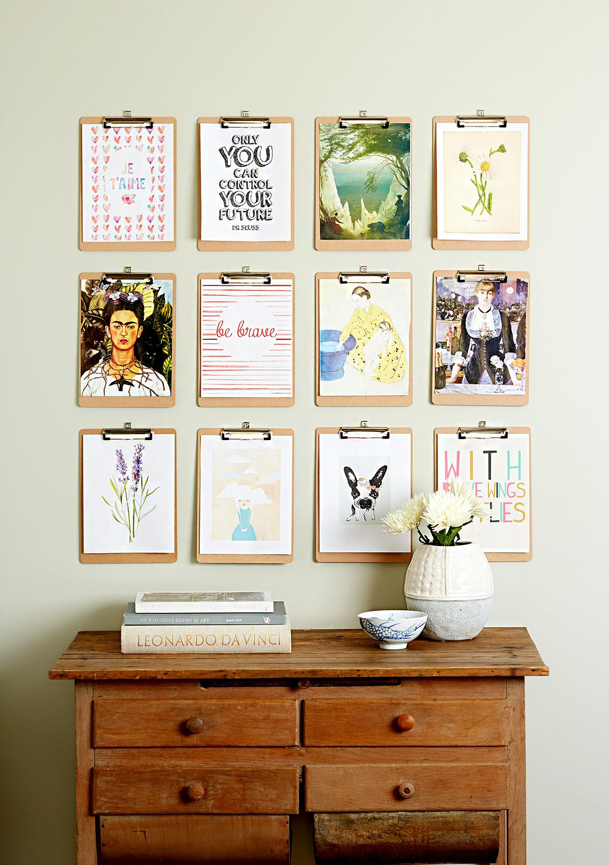 20 Creative Ways To Display Your Favorite Artwork Handmade Home Handmade Home Decor Easy Home Decor