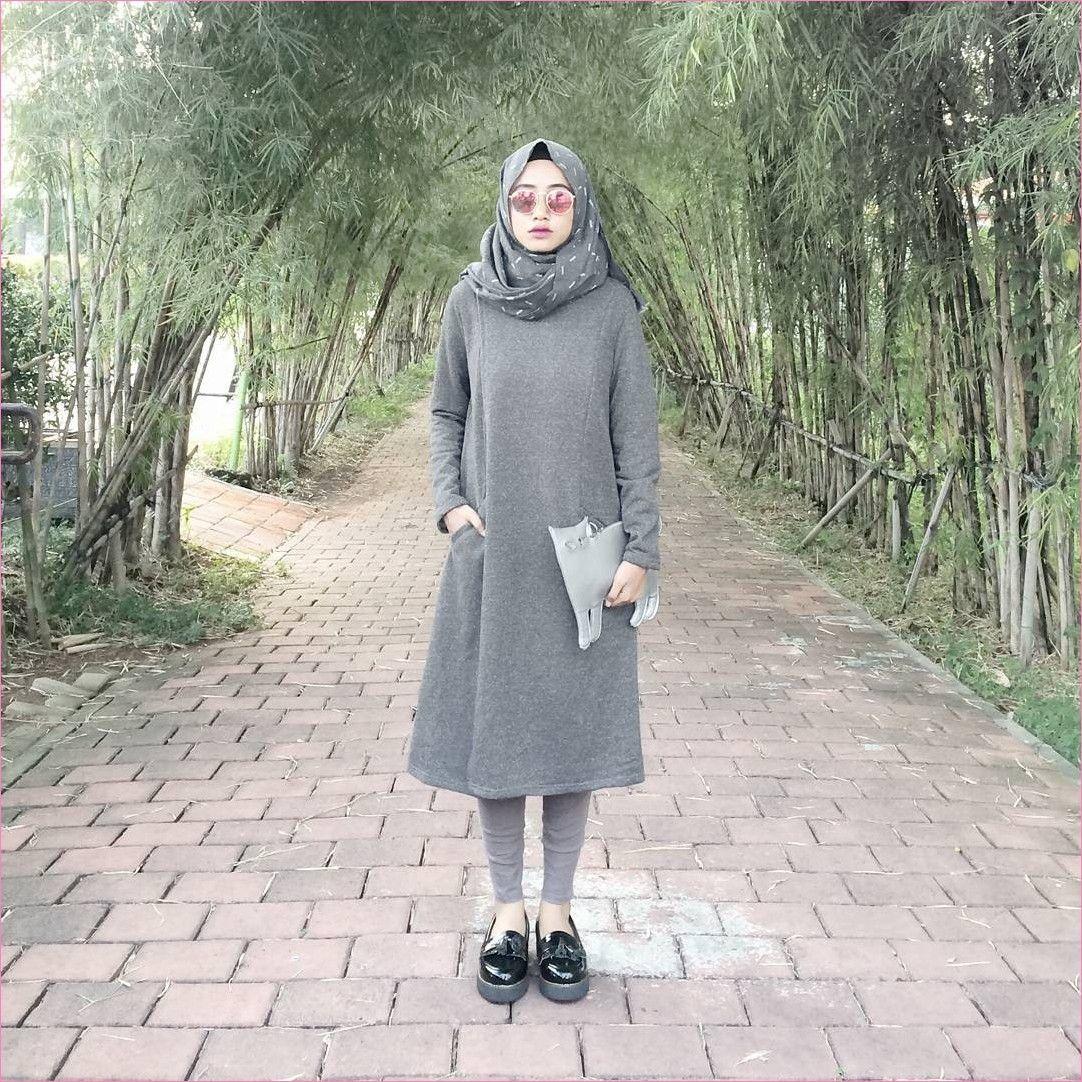 Outfit Baju Tunic Untuk Hijabers Ala Selebgram 2018 Tunic Abu Tua Hijab Pashmina Diamond Bemotif Legging L Pakaian Model Gaya Model Pakaian Model Pakaian Hijab