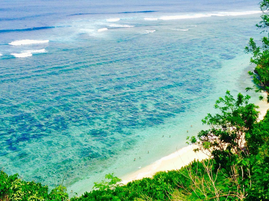 gunung payung beach ungasan bali pantai yang sangat indah dengan pasir putihkontras dengan birunya air laut lokasi pantai ini tidak jauh dari pantai