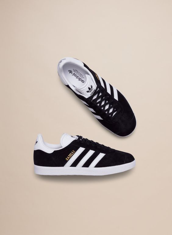 ee3942210f8 Zapatillas Adidas Originals Gazelle negras para chica. Adidas Gazelle black  for women.