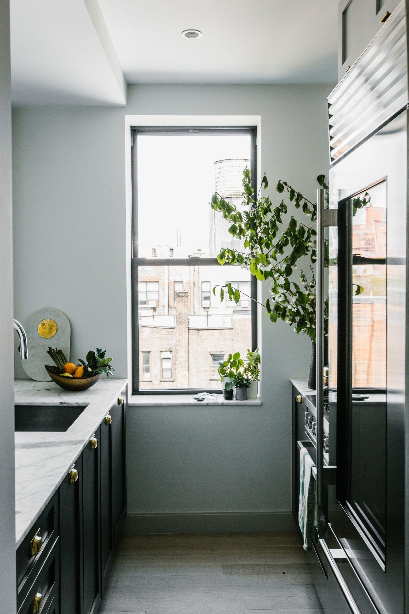 Margaret Costello S Pied A Terre In New York City Rue Small Apartment Kitchen Kitchen New York Kitchen Design Small
