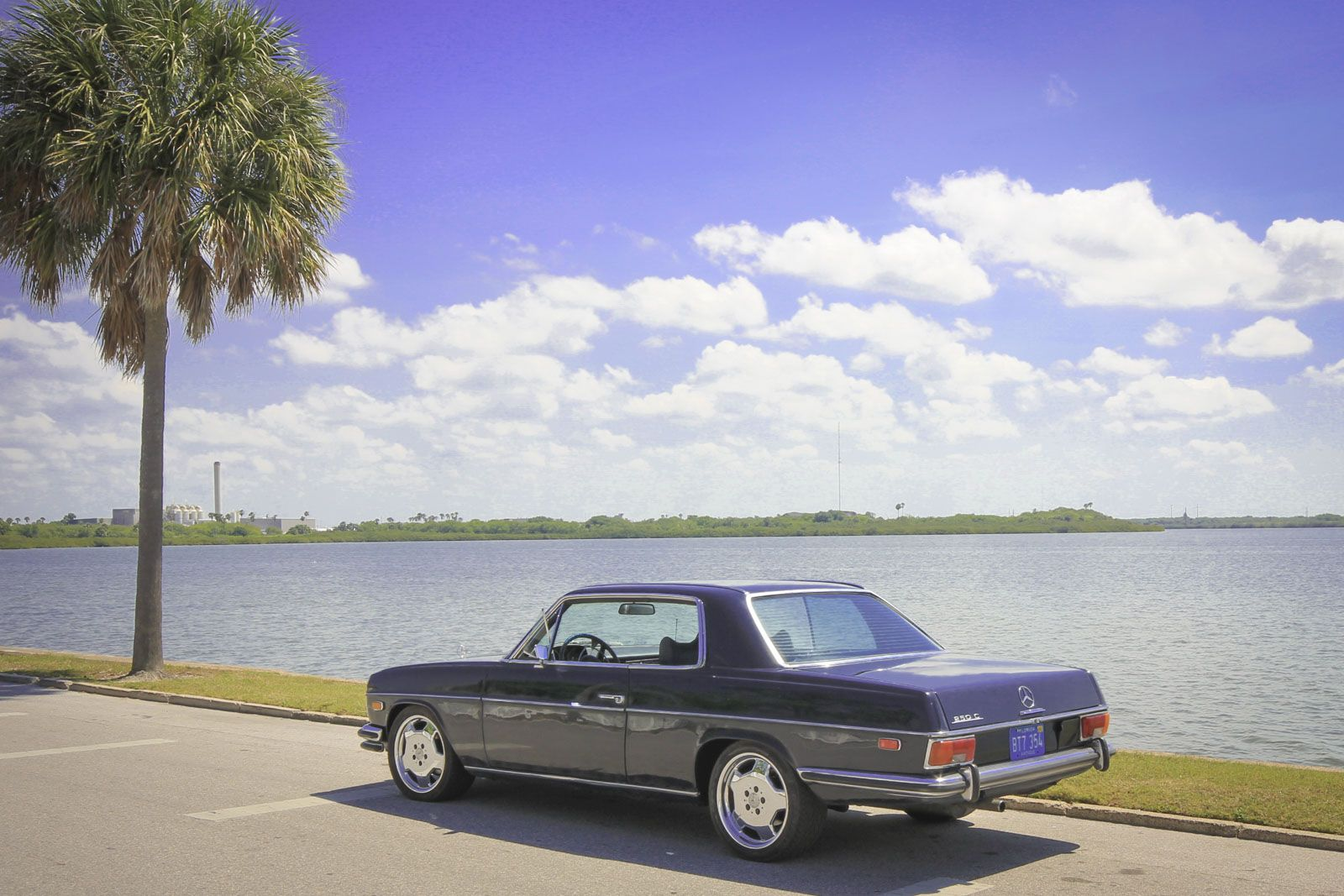 1972 Mercedes Benz 250c On Staggered 17 Inch Monoblocks In Beautiful Tampa Florida Drivetastefully W114 In Paradise Notice The Sl Mercedes Benz Tampa Benz