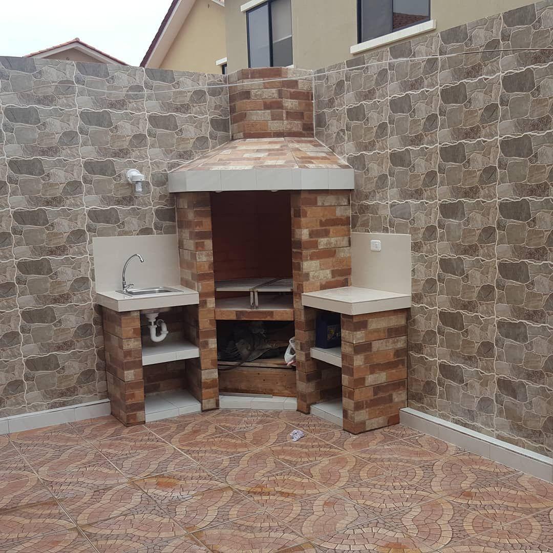 Barbacoa De Concreto Revestida Con Ceramica Y Esquinas Biceladas Con Meson De Porcelanato Ojos De Buey Y Parrilla En Acero Inoxidab Home Decor Decor Fireplace