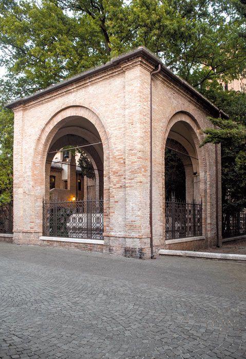 Dante S Tomb And Quadrarco Of Braccioforte Ravenna Tomb Dante
