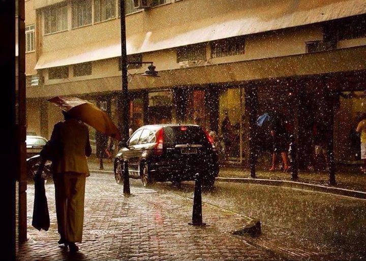 Flagrante de chuva na Rua 16 de Março, #Petropolis, #RJ - #Brazil.