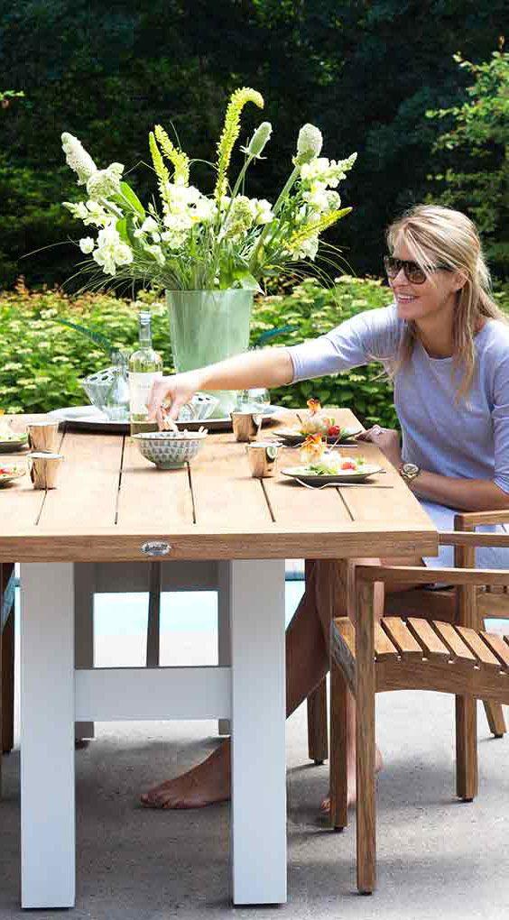 Gartentisch In Modernem Design Aus Holz Und Aluminium Gartentisch Vintage Brown Den Tisch Yasmani Von Hartman Andere Garte Gartentisch Gartenmobel Garten