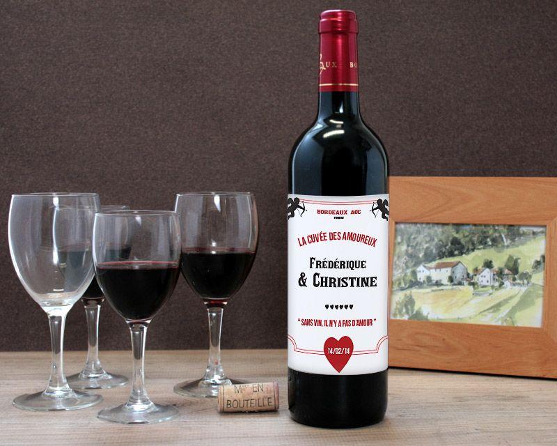 Pas toujours facile de trouver un cadeau de Saint-Valentin ? Plutôt que d'offrir une simple bouteille de vin, offrez LA bouteille de vin, celle dont votre bien-aimé se souviendra. Imaginez la surprise lorsqu'il découvrira une bouteille d'un excellent cépage avec sur l'étiquette vos 2 prénoms ! Un excellent vin à partager le soir de la saint-valentin