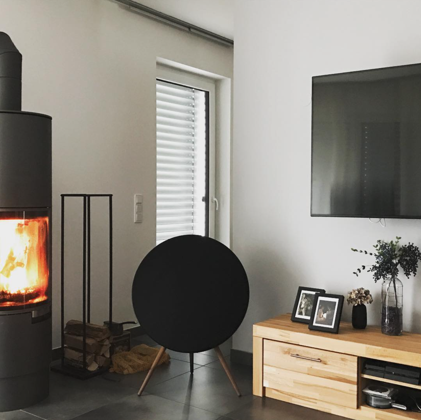 Cozy b o living room shared by soung yung syk1980 on instagram your b o home for Best bluetooth speaker for living room