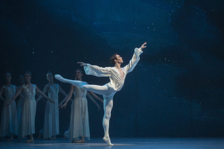 Don Quijote. Ballet de Santiago. Quijote joven: Emmanuel Vázquez. Foto: Patricio Melo.