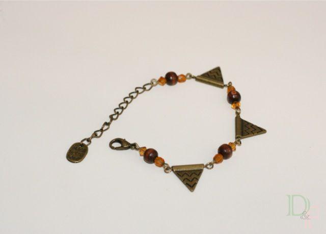 Bracelet Triangle et motifs aztèques. Triangle Aztec Navajo pattern Bracelet.  http://divine-et-feminine.com/fr/bracelets/17-bracelet-triangle-motif-azteque.html