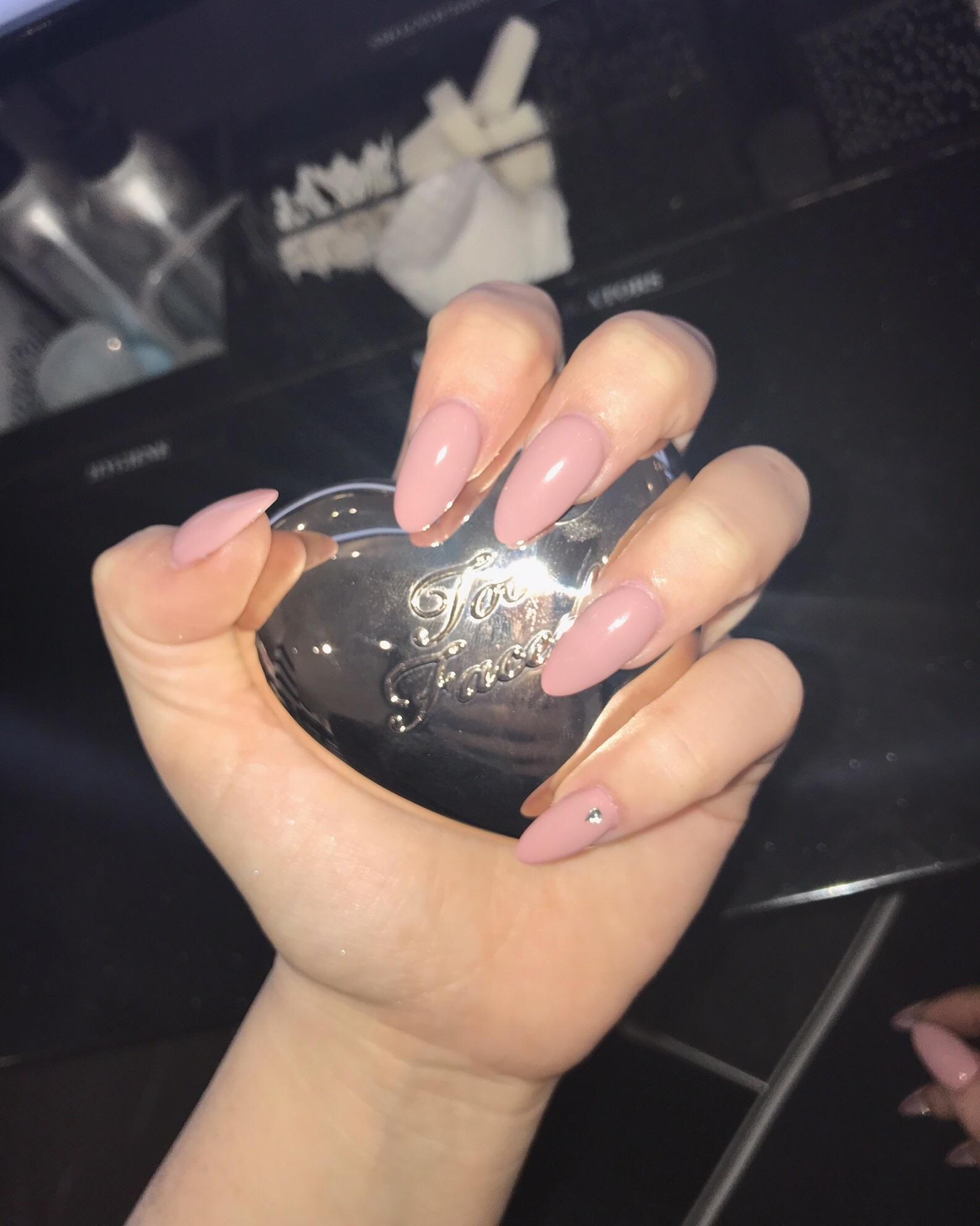 Dnd Velvet Cream Gel Mj This Is A Beautiful Color Nail Polish Chipped