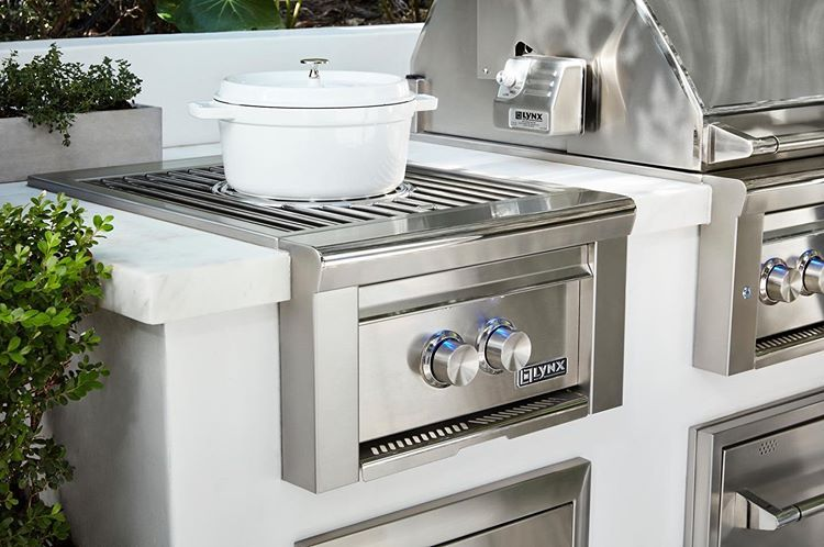 Lynx Grills Power Burner For Luxury Outdoor Kitchens Check Out This Beautiful Design And Set Up Outdoor Kitchen Island Outdoor Cooking Spaces Backyard Kitchen