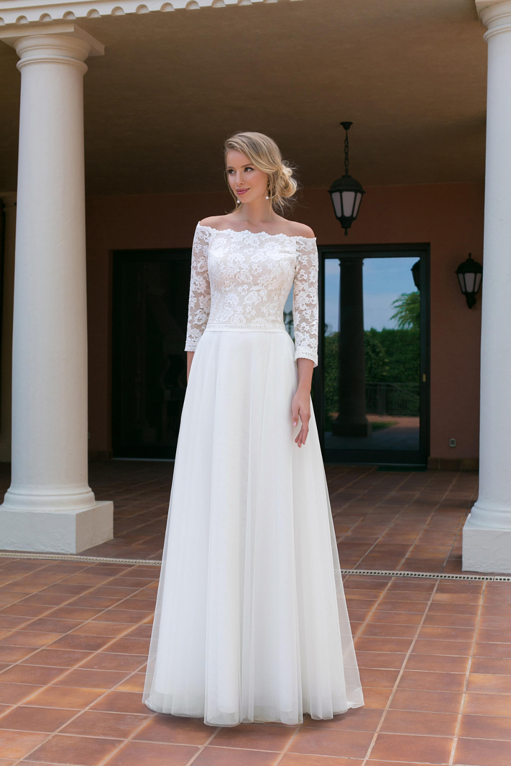 Angela Bianca 1021 Ivory Size 14 625 Now 99 Available At Debra S Bridal Jacksonville Fl 32256 Contact Us T Beach Wedding Gown Wedding Dresses Dresses [ 1500 x 1000 Pixel ]
