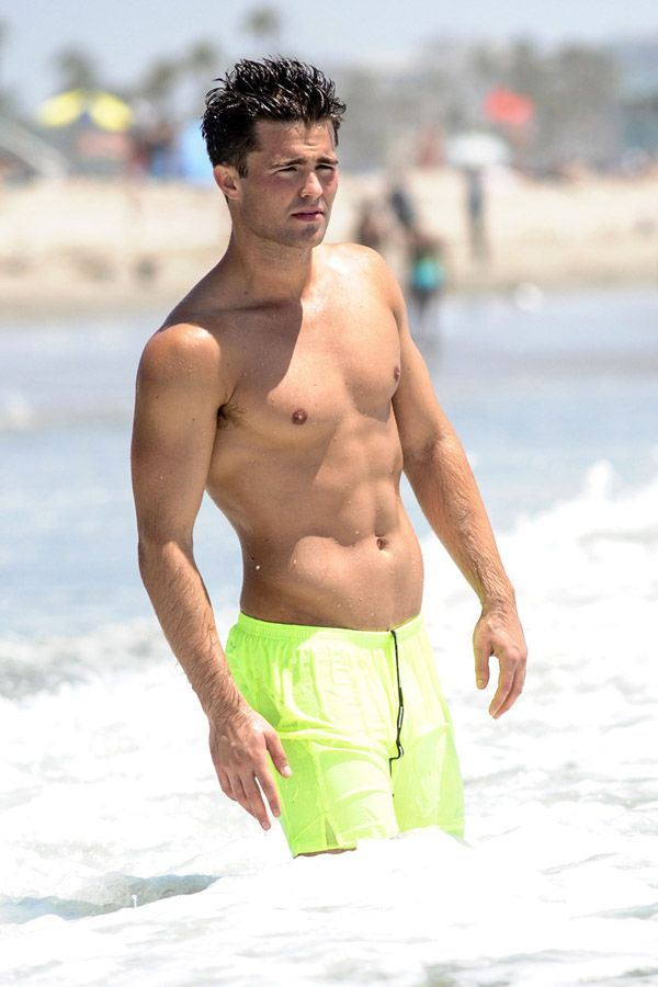 Shirtless Spencer Boldman Works Out On The Beach In La Socialite
