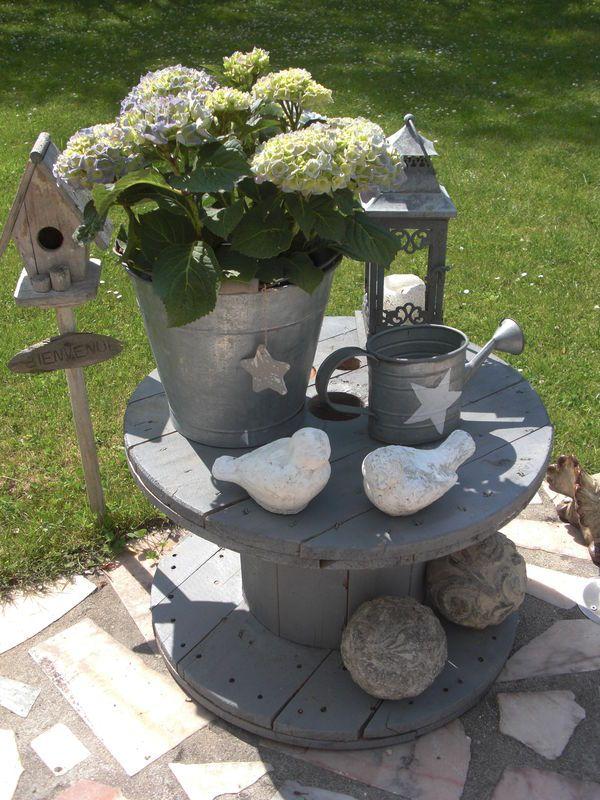Old electric spool as a table decoration jardin d co - Decoration de jardin a fabriquer ...
