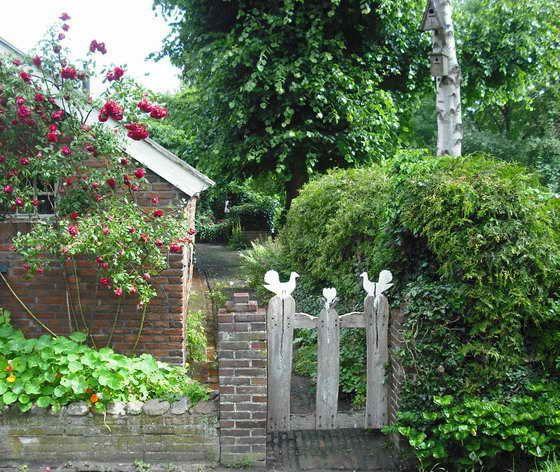 Pforten im Bauerngarten arch trellies fences and doors