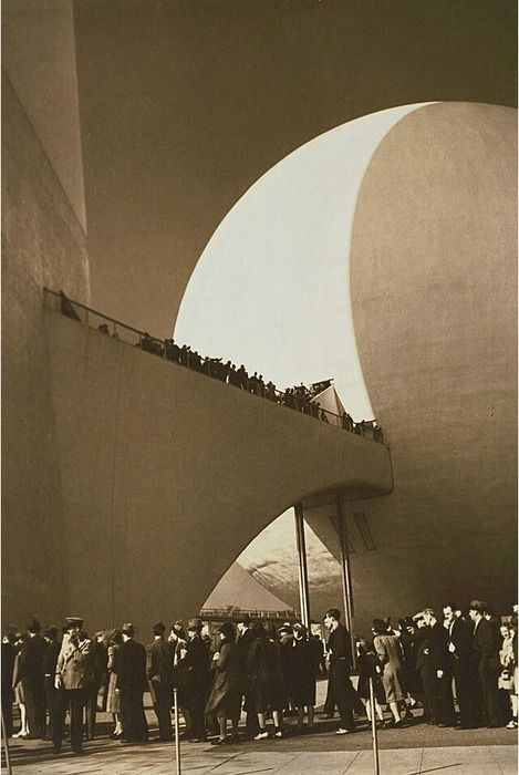 1939 | New York World's Fair, Trylon and Perisphere (by straatis)