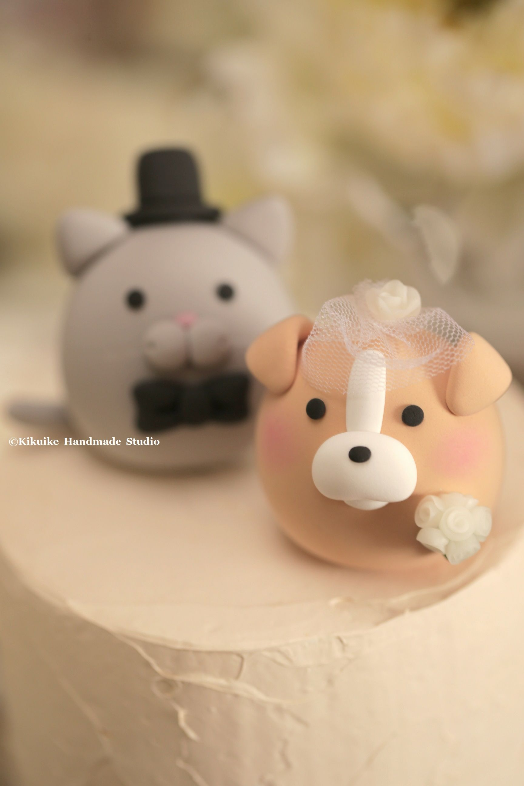 Bulldog and cat kitty and dog wedding cake topper mochiegg cake