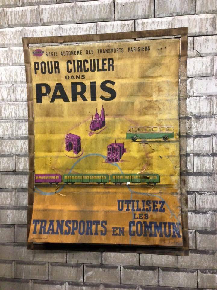 Prendre le #metro ou le #bus...dès 1950 ! Si actuel !
