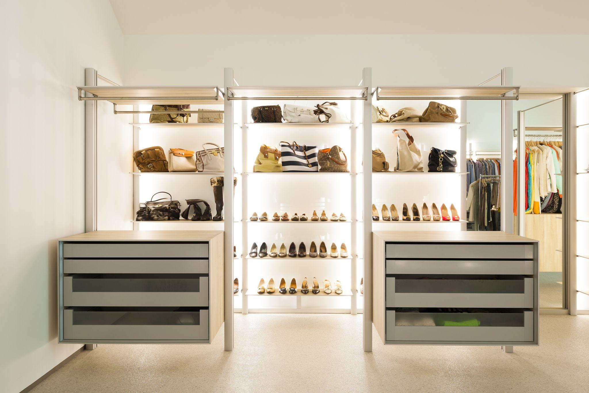 Open dressing met led verlichting en glas - Inloopkasten | Pinterest ...
