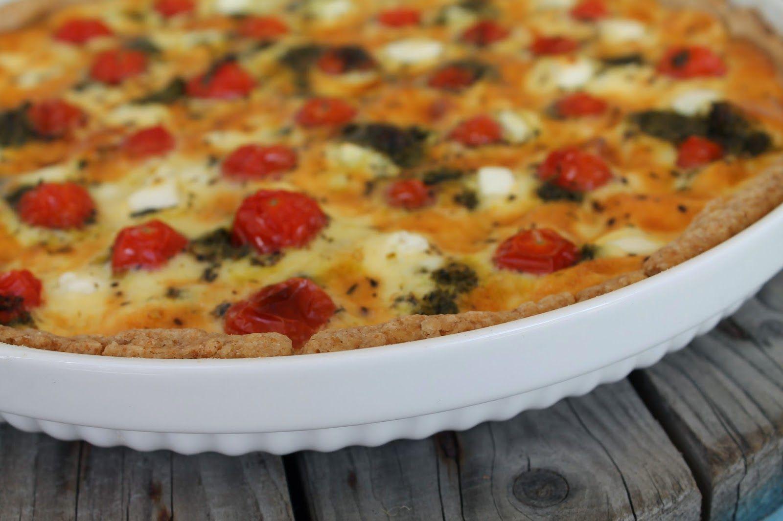 Vaniljataivas: Tomaatti-feta-pestopiirakka
