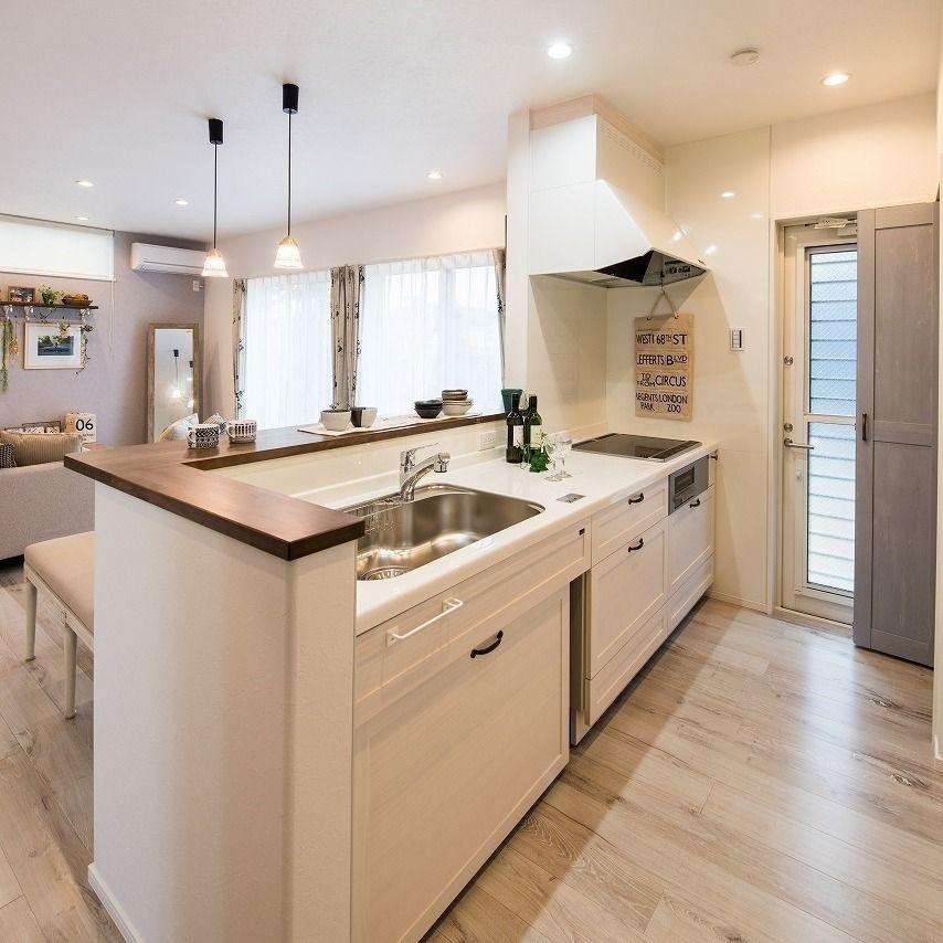 カナルホーム On Instagram カナルホームのキッチンは 標準の中でも様々な色を選べます あえて白いキッチンで部屋全体と統一させ パントリーの扉やお部屋の壁をアクセントに カナルホーム かなるほーむ 岡崎 幸田 西尾 安城 蒲郡 高浜 碧南 注文住 Home