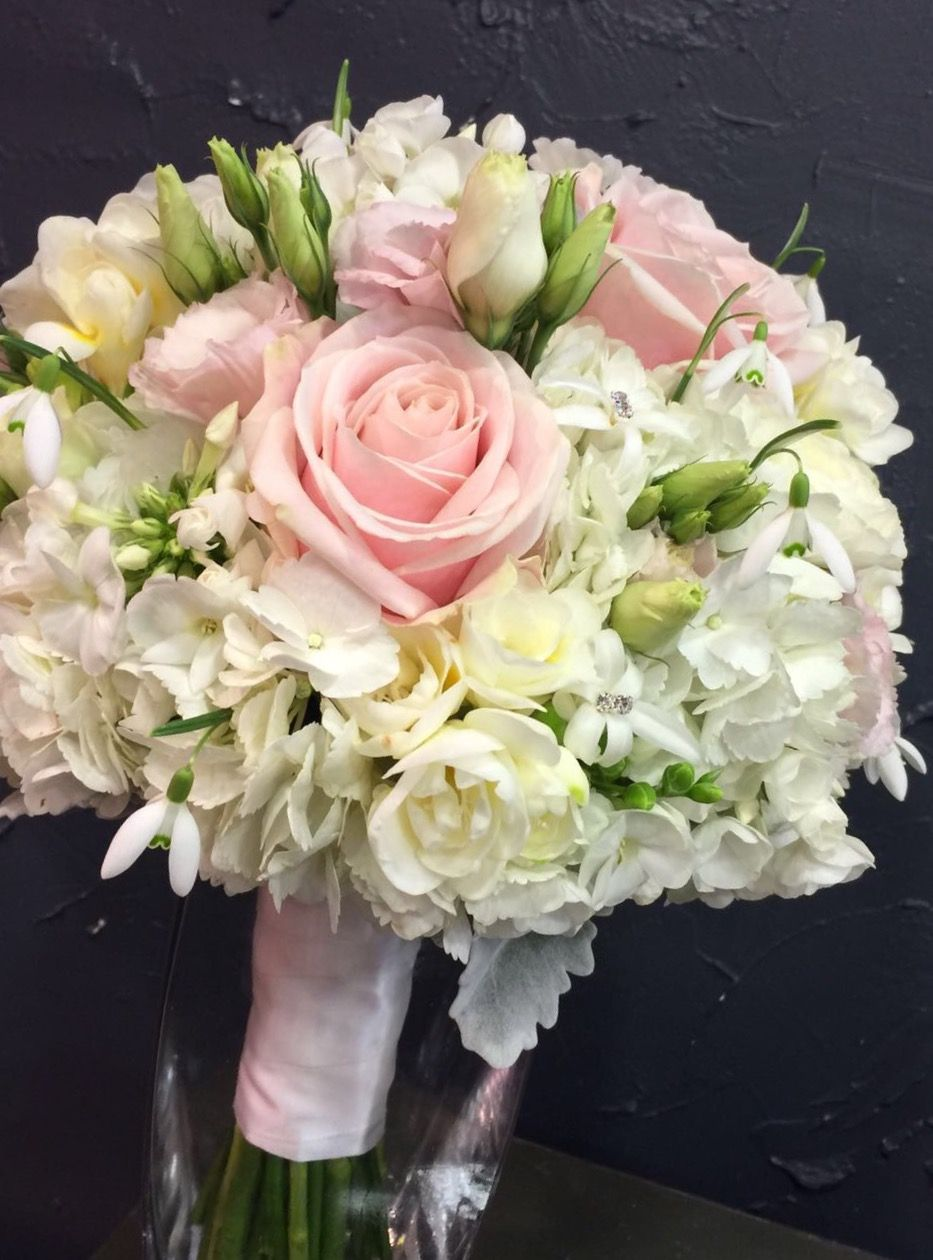 beautiful spring fragrance bridal bouquet with sweet avalanche roses hydrangea white. Black Bedroom Furniture Sets. Home Design Ideas