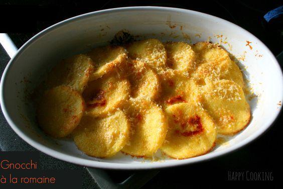 Gnocchi à la romaine Faire bouillir 50 cl de lait. Jeter 125 gr de semoule en pluie, remuer et incorporer 25 gr de beurre. Saler, poivrer . Laisser cuire à feu doux une dizaine de minutes en remuant toujours. Hors du feu, incorporer 20 gr de parmesan. Délayer le jaune avec et rajouter. Remuer pour obtenir une pate homogène. Etaler et laisser refroidir.  découper et disposer dans un plat à gratin beurré. Saupoudrer de parmesan râpé, et de beurre. Enfourner pour une vingt min à 200°C ,