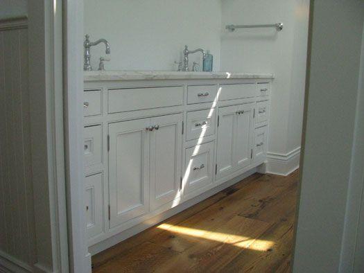 vanity w/double sinks