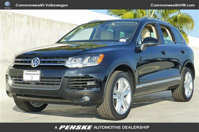 Take your #selfie game to new heights, with a photo with your #VW for #NationalPhotographyMonth! #Touareg  http://www.commonwealthvw.com/detail-2014-volkswagen-touareg-4dr_3_6l_exec-new-11533963.html