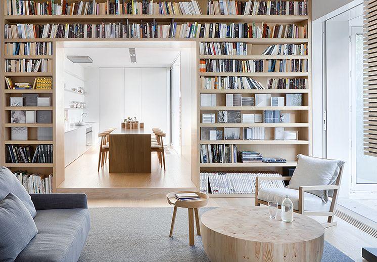 Victorianisches Haus in Melbourne: viele Bücher bringen Wohnlichkeit ...