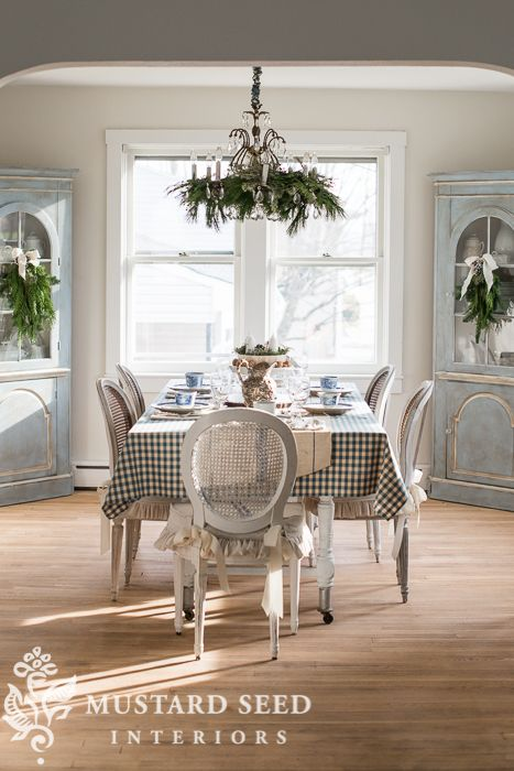 Christmas decorating | the dining room - Miss Mustard Seed