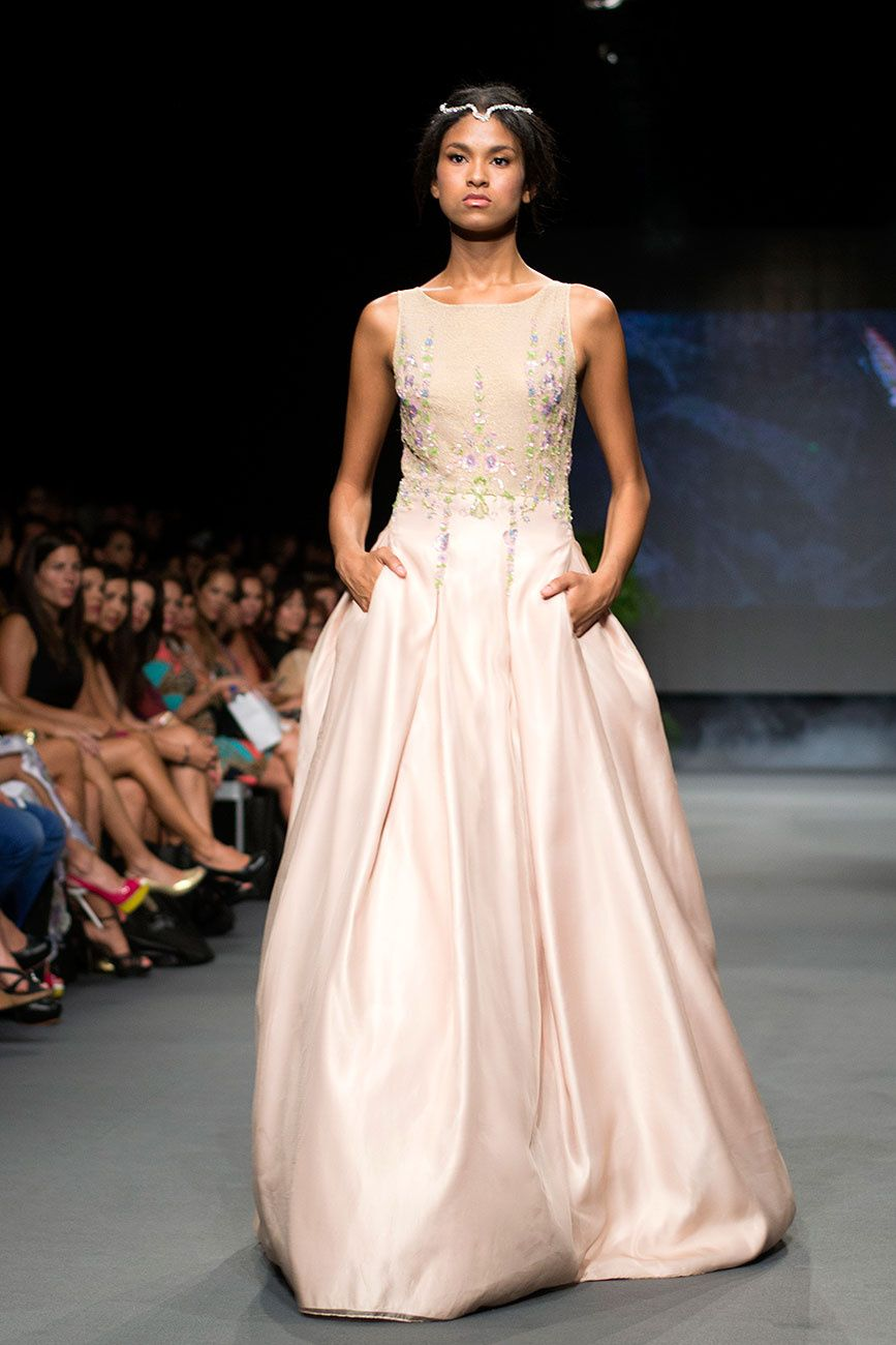 Claudia Jiménez - MBFWMX IO 2015. Interesante!