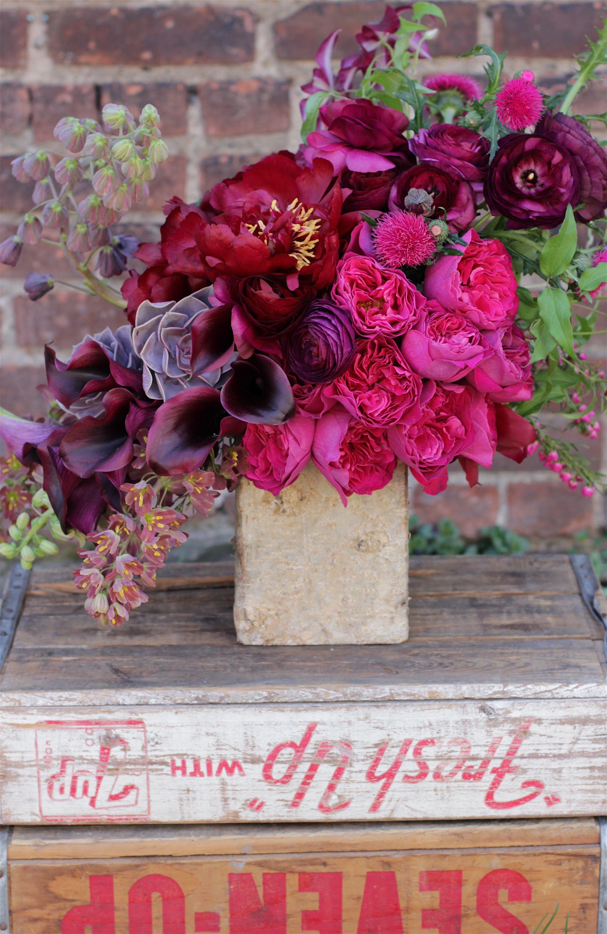 Radiant Orchid Brightens Your Wedding Day Modwedding Vintage Flower Arrangements Flower Arrangements Spring Flowers